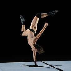photo: Olivier Hoveix, Ballet national de Marseilles